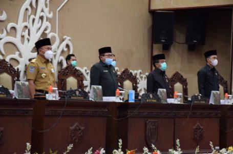 Gubernur Kalteng H. Sugianto Sabran bersama Ketua dan Wakil Ketua DPRD Prov. Kalteng saat menghadiri Rapat Paripurna ke-9 Masa Persidangan I Tahun Sidang 2021 DPRD Prov. Kalteng. (foto/mmckalteng)