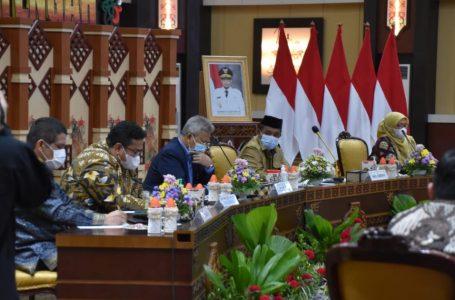 Wakil Gubernur Kalteng Habib Ismail Bin Yahya saat menghadiri pertemuan dengan Tim Kunjungan Kerja Komisi II DPR RI. (foto/mmckalteng)