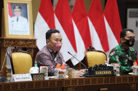 Gubernur Kalteng H. Sugianto Sabran saat Pimpin Rapat Koordinasi Dalam Rangka Percepatan Pelaksanaan Vaksinasi Covid-19. (foto/mmckalteng)